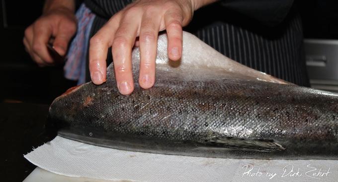 frischen fisch ausnehmen und vakuumieren